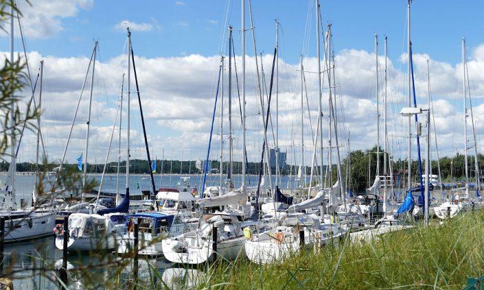 Ostsee-Hafen-Niendorf-Segelboote